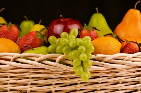 Read more about the article 8 Best Fruits To Eat For Weight Loss